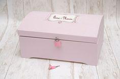 Różowy kuferek na kartki ślubne - z kluczykiem! :)  Dostępny w sklepie internetowym Madame Allure!
