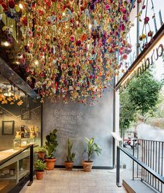 Known for eclectic restaurant designs, Spanish firm marked the entrance of Barcelona eatery Bellavista del Garden del Norte with thousands of hanging flowers. Coffee Shop Interior Design, Salon Interior Design, Coffee Shop Design, Cafe Design, Store Design, Design Shop, Flower Shop Design, House Design, Design Design