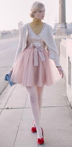 Ummmm LOVE!  What is it about soft pink with a dash of red that makes an outfit so FAB!