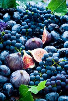 Fresh figs, grapes, prunes by letterberry on Fruit Photography, Food Photography Styling, Fruit And Veg, Fruits And Veggies, Dietary Guidelines For Americans, Blue Fruits, Food Crush, Fresh Figs, Healthy Fruits