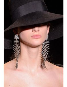 Saint Laurent at Paris Fashion Week Fall 2018 - Details Runway Photos Trendy Fashion Jewelry, Fashion Jewelry Necklaces, Jewellery, Fall Accessories, Fashion Accessories, Yves Saint Laurent, Jewelry Trends 2018, Coppola, Europe Outfits