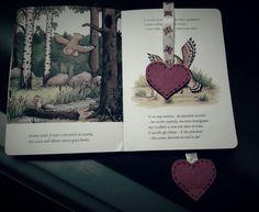 Segnalibro farfalle a cuori !!!!un piccolo pensiero per una grande lettrice.  P.s. si ringrazia tommy tommy per averci prestato il libro del Gruffalò per fare la foto!!!