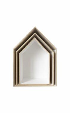 Jeśli lubisz oryginalne i niebanalne przedmioty, prostotę i minimalizm, ten nowoczesny skandynawski design jest dla ciebie! Półki nadają się do powieszenia na ścianie lub można je postawić np. na komodzie czy biurku.