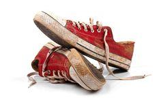 Pasangan terbaik itu seperti sepatu.Bentuknya tak persis sama namun serasi.Saat berjalan terlihat tak kompak tapi tujuannya sama.Tak pernah ganti posisi, namun saling melengkapi.Selalu sederajat tak ada yang lebih rendah atau tinggi.Bila yang satu hilang yang lain tak memiliki arti.  SEPATU: SEjalan samPAi TUa, hingga maut yang memisahkan.