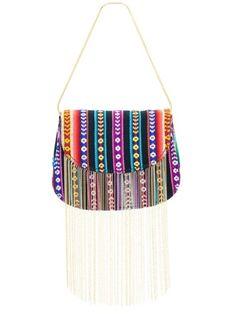 Linda bolsa de mão. Use uma roupa neutra com um salto dourado ou que combine com as cores da estampa e arrase no look