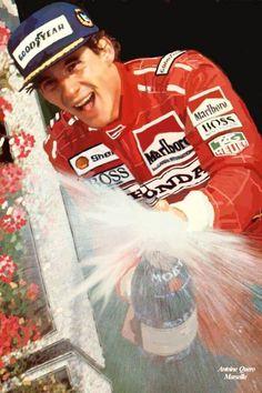 Ayrton Senna, o melhor piloto de F1 de todos os tempos; Três vezes campeão mundial, nos anos de 1988, 1990 e 1991.