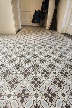 Binnenkijken bij ... de familie Pellenbrink - tegelfloor Decor, Flooring, Tile Floor, Kitchen, Contemporary Rug, Paris Decor, Contemporary, Home Decor, Bathroom