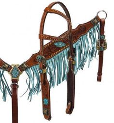 This set features double stitched argentina medium oil leather single ear headstall and breast collar with painted floral tooling and is accented with bronze engraved hardware and conchos. Breastcollar features turquoise fringe.