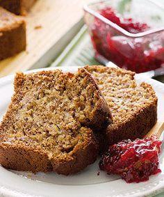 Pão de banana. Esta receita é perfeita para pequeno-almoço ou como ao lanche. Acompanhe com um batido ou uma bebida fresca.