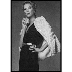 1974 - Nan Kempner habillée par Yves Saint Laurent et  photographiée par Francesco Scavullo pour VOGUE #unefemmeelegante
