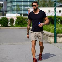 Cool summer shorts shoes for men mens fashion mens spring fa Mens Fashion 2018, Best Mens Fashion, Fashion Pants, Men's Fashion, Fashion Ideas, Lifestyle Fashion, Fashion Outfits, Stylish Summer Outfits, Casual Outfits