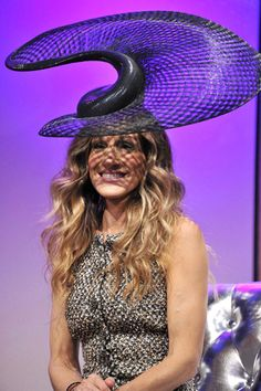 Sarah Jessica Parker Picture 117 - Sarah Jessica Parker Wearing A Hat Designed by Philip Treacy at The VRC Oaks Club Ladies Luncheon Philip Treacy Hats, Fascinator Hats, Fascinators, Headpieces, Ladies Luncheon, Crazy Hats, Star Wars, Fancy Hats, Wearing A Hat