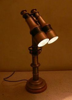 This wouldn't be ridiculously difficult with a few sockets and a cord kit. Unique Desk light made from antique binoculars. Lustre Industrial, Industrial Pipe, Lampe Steampunk, Steampunk Diy, Desk Lamp, Table Lamp, Lampe Retro, Deco Luminaire, Regal Design