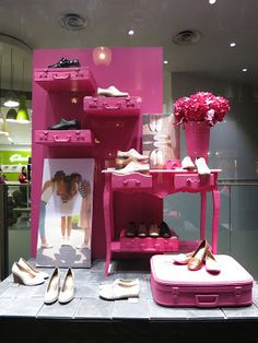 www.retailstorewindows.com: Clarks, London... Just the simple set up