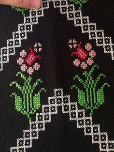 Cross Stitch Art, Cross Stitch Flowers, Flower Embroidery Designs, Prayer Rug, Bead Crochet, Beads, Floral, Pattern, Vintage