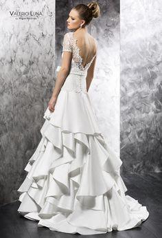 Vestido noviero con amplia falda de gazar de volantes asimétricos @ValerioLuna_GHN One Shoulder Wedding Dress, Hair Beauty, Wedding Dresses, Inspiration, Fashion, Ruffles, Brides, Skirts, Wedding