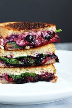 Balsamic Berry Vegan Grilled Cheese - This savory yet sweet sammie is perfect for summer vibes. Melty vegan cheese, berries, and spinach make this an ultimate winner for lunch or dinner! Vegan Lunches, Vegan Foods, Vegan Dishes, Vegan Vegetarian, Vegetarian Recipes, Vegan Sandwich Recipes, Cheese Recipes, Sandwich Ideas, Grilled Recipes