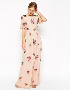 Vestido largo con adornos florales