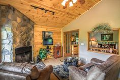 Country Bear Hideaway - Very private, 1 bedroom cabin with a magnificent view of the mountains! http://www.stonybrooklodging.com/gatlinburg-cabins-chalets/9-country-bear-hideaway