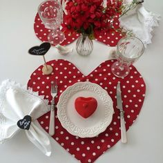 Decorating Dining Table For Valentine's Valentines Day Decorations, Happy Valentines Day, Creation Deco, Romantic Dinners, Mug Rugs, Sewing Crafts, Diy And Crafts, Table Settings, Creations