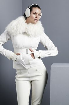 An all white ski look is the way to go love this look!