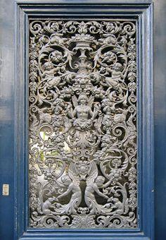Resultados de la Búsqueda de imágenes de Google de http://www.johncoulthart.com/feuilleton/wp-content/uploads/2006/08/door.jpg Beautiful door in Paris