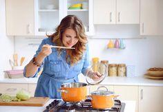 Fiese Fettfallen lauern überall: beim Kochen, beim Backen, beim Snacken und unterwegs. Mit unseren 25 Fettspar-Tricks weißt du jetzt aber einen Ausweg! Also: Ran an den Speck und Kalorien sparen! #IDFM #Abnehmen #Tipps