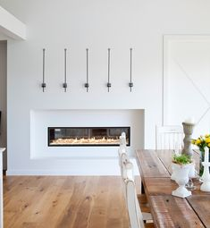 Fascinating double sided fireplace design ideas to refresh your home Indoor Gas Fireplace, White Fireplace, Diy Fireplace, Modern Fireplace, Living Room With Fireplace, Fireplace Design, Gas Fireplaces, Contemporary Fireplaces, Fireplace Glass