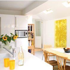 White gloss kitchen-diner - http://pinhome.net/kitchen-design/white-gloss-kitchen-diner/