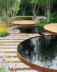 Her er en af forårets store havetrends - Have - Bolig - Livsstil Small Water Gardens, Back Gardens, Outdoor Gardens, Modern Landscaping, Backyard Landscaping, Water Features In The Garden, Garden Studio, Garden Landscape Design, Garden Styles
