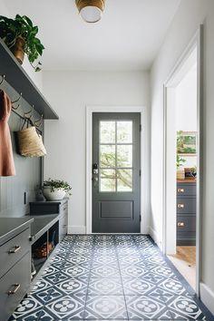 Design Entrée, Flur Design, House Design, Tile Design, Design Ideas, Hall Deco, Ideas Cabaña, Decor Ideas, Hallway Ideas Entrance Narrow