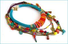 Collier Cordage + sautoir Bleu-Turquoise/Corail - Perroquets, Pompons, Anneaux Nacre, perles - Turquoise/Rose-Corail/Jaune : Collier par ladyplazza