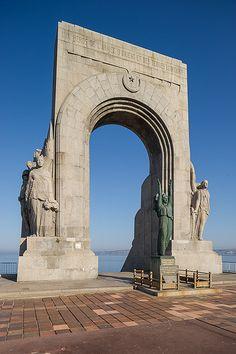 monument aux héros de l'armée d'Orient et des terres lointaines. Marseille