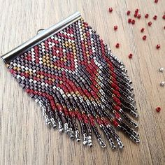 Que pensez vous de ce dernier pendentif ?  #jenfiledesperlesetjassume #miyuki #brickstitch #perlesaddict #ethnic #aztec #cestmoiquilaifait #navajo #creativa #peyote #diy #jewelrydesigner #tissageperles #jewelryinspiration #jewelrylover #jewelryporn #photooftheday #picoftheday