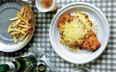 An irresistible combination of breadcrumbed chicken, creamy sauce and melted Cheddar.