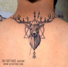 Deer tattoo on back. Black and grey deer tattoo with geometric patterns - Deer tattoo on back. Black and grey deer tattoo with geometric patterns - Buck Tattoo, Hunter Tattoo, Diy Tattoo, Tattoo Ideas, Tattoo Tree, Raven Tattoo, Wrist Tattoo, Tattoo Ink, Tattoos 3d