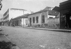 1914 - Largo do Paissandú - A foto foi tomada no largo, quase esquina com a Av. Rio Branco em direção à Av. S. João. É a continuação da R. D. José de Barros. Podemos notar à direita a esquina com a atual Rua do Boticário, então Rua Amador Bueno.