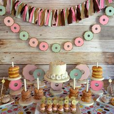 Donut Party Garland / Donut Birthday Party Decorations / Donut Bar Garland Centerpiece / Donut Pink and Mint Garland Backdrop Donut Party Girlande Pink und Mint Foto Hintergrund Wanddekoration Kinderzimmer Kinderzimmer Dekor Birthda Donut Party, Donut Birthday Parties, 1st Birthday Girls, 10th Birthday, Girls Birthday Party Themes, Good Birthday Party Ideas, Princess Birthday, Graduation Party Decor, Birthday Party Decorations