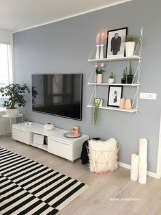 51 Affordable Apartment Living Room Design Ideas On A Budget & GentileForda.Com The post 51 affordable apartment living room design ideas on a budget 46 appeared first on Home Decor. Living Room Decor Tips, Living Room Shelves, Boho Living Room, Home And Living, Decor Room, Loving Room Decor, Cozy Living, Living Room Plants Decor, Small Living Room Ideas On A Budget