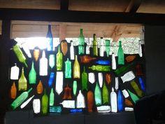 Casi he terminado mi propia ventana-tragaluz de botellas. Oh Sí! México 2014. / que perfecto! Pero ¿ que es lo que usad medio de las bptellas, el negro?? Algien sabe?