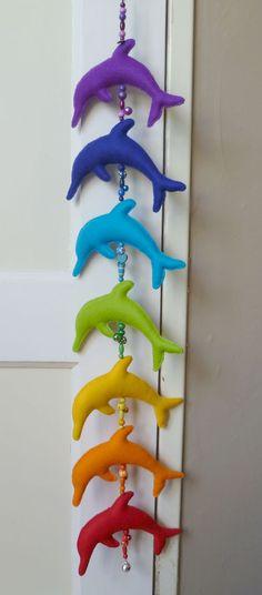 Regenbooghanger dolfijn.