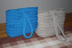 Crochet bags, pattern here http://www.lankava.fi/epages/esito.sf/fi_FI/?ObjectPath=/Shops/esito/Products/O1461