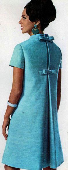 Givenchy Trapezoid Dress 1966 Vogue Lindo corte, época de grande criatividade na moda.