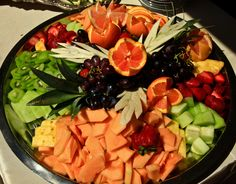 Fruit tray arrangement, looks nice with oranges and garnish Meat Platter, Fruit Platters, Fruits And Veggies, Vegetables, Party Trays, Catering Ideas, Hospitality, Party Planning, Shower Ideas