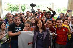 """CFK: """"El mejor legado que Chávez y Néstor dejaron fue el poder convocar a la política, a la transformación y al cambio a miles de jóvenes en toda América Latina"""" -- http://www.cfkargentina.com/cristina-kirchner-con-jovenes-en-venezuela-cumbre-del-mercosur/"""