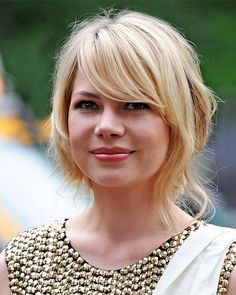 Michelle-Williams, hair, growing out short cut