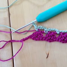 Anette L syr och skapar: Beskrivning tvåfärgade grytlappar Crochet Potholders, Baby Blanket Crochet, Clothes Hanger, Pot Holders, Crochet Necklace, Creative, Crocheting, Humor, Crochet Stitches