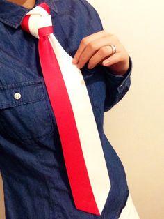 お正月向け☆紅白ネクタイ!! 実は…こちらは以前サンドウィッチマン伊達さんが紅白の特別ゲストで出演した際に締めてくれたのです(*´・∀・`) こちらのネクタイ結び方をアレンジするとオシャレになるんです♪
