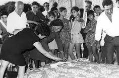 Το στρώσιμο του νυφικού κρεββατιού συνοδευόταν και με το έθιμο του ασημώματος (να ρίξουν χρήματα οι συγγενείς).