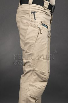 UTP Helikon Urban Tactical Line - Helikon UTP Urban Tactical Pants Olive Drab Rip-Stop These have to be worn with he right thing. V cool with the right combination of shoes and shirt. This is a way to update the cargo short look. Tactical Wear, Tactical Clothing, Mens Tactical Pants, Outdoor Outfit, Outdoor Gear, Urban Fashion, Mens Fashion, Fashion Wear, Fashion Outfits